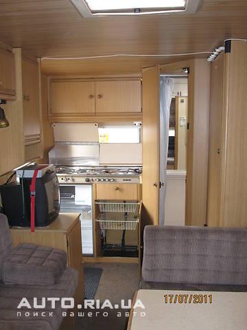У кормі автояхти розташований кухонний блок і санвузол