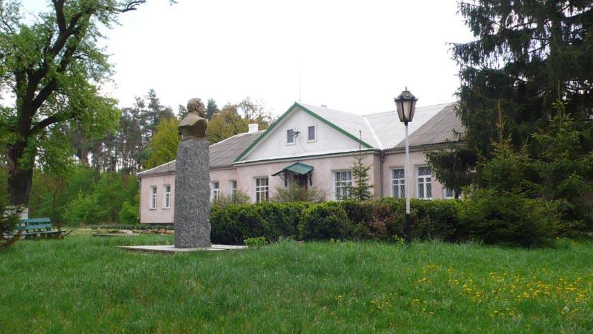 Музей М. Рильського у с. Романівка