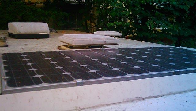 Солнечные панели на караване (кемпере)