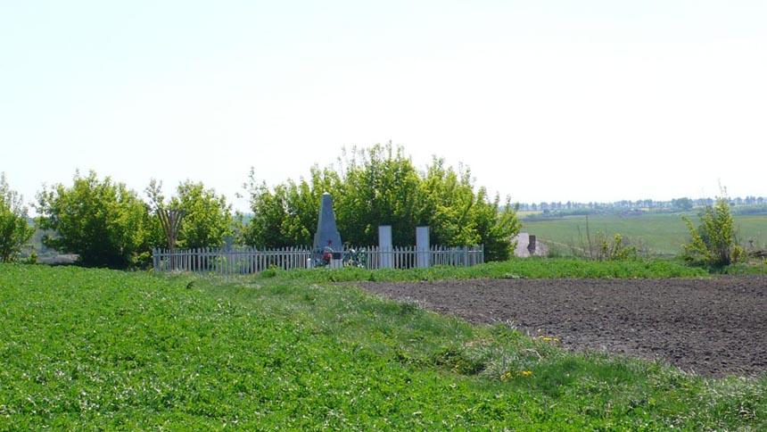 Братська могила невинно убієнних євреїв