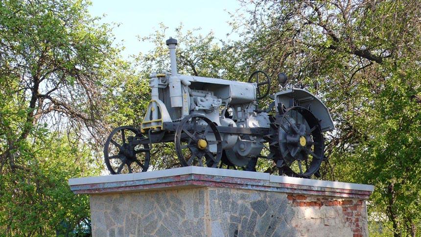 Пам'ятник трактору в Андрушівці