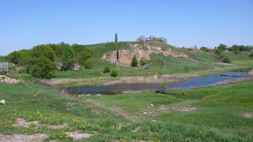 Стара Котельня, вид на городище від церкви