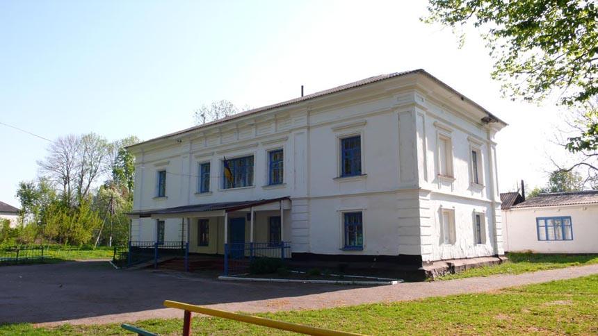 У колишній поміщицькій садибі с. Волиця розташована школа
